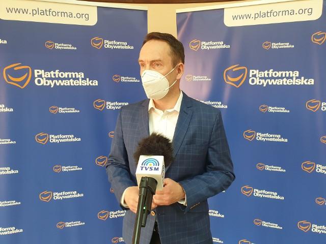 Tomasz Szymański, poseł KO: - Po raz kolejny zostaliśmy oszukani. Po raz kolejny środki te zostały rozdysponowane wg klucza partyjnego