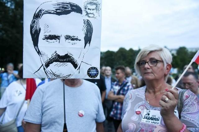 Demonstracja KOD w Poznaniu w rocznicę Porozumień Sierpniowych