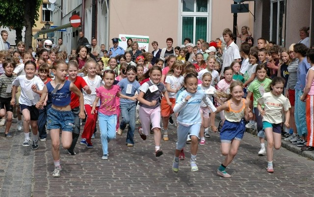 III Powiatowe Uliczne Biegi Dzieci i Młodzieży w Połczynie-Zdroju w 2005 roku
