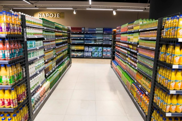 - Spodziewać się można, iż produkty objęte podatkiem cukrowym zdrożeją w pewnym stopniu we wszystkich sklepach, ale dopiero wraz z nowymi dostawami- mówi ekspert.