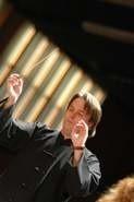 Holenderski dyrygent Peter Santa poprowadzi w piątek białostocką orkiestrę.