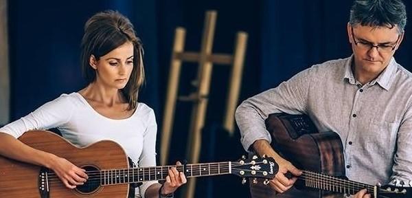 Andrzej Korycki i Dominika Żukowska - duet zawsze gorąco witany przez rzeszowską publiczność, która śpiewa razem z wykonawcami ich piękne ballady i szanty
