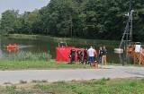 Gmina Koluszki. Policjanci odnaleźli ciało poszukiwanego rowerzysty. Jego ciało dryfowało w zbiorniku wodnym w Lisowicach