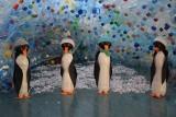 Podświetlany karmnik i bałwany z butelek. Uczniowie SP nr 47 w Białymstoku stworzyły niezwykłą wystawę (zdjęcia)