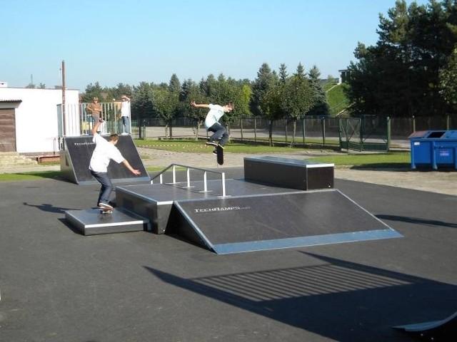 W białobrzeskim skateparku będą montowane dwa nowe urządzenia.