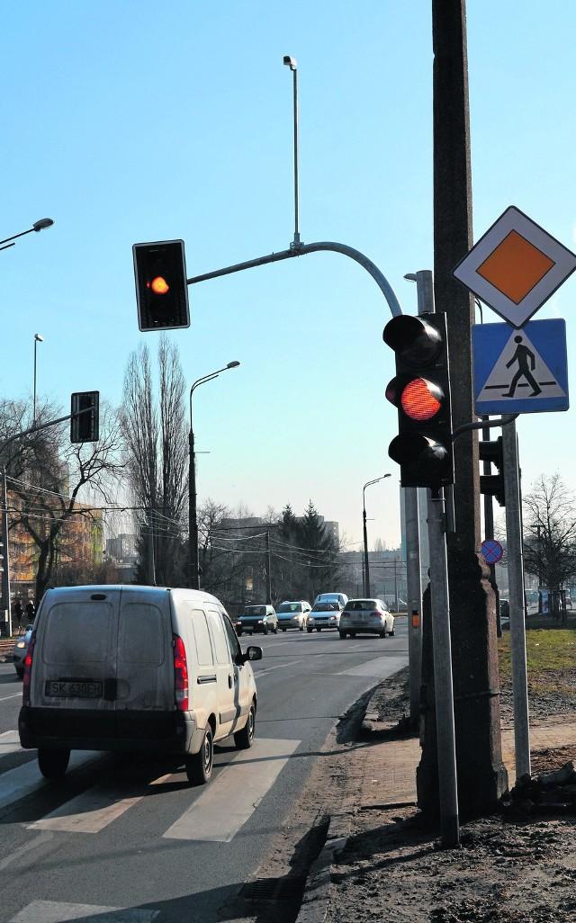 Kamery mają rejestrować kierowców, którzy przejeżdżają skrzyżowania na czerwonym i pomarańczowym świetle