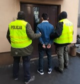 Zatrzymano bandytę, który napadł na konwojenta przed Biedronką. Jego wspólnicy wciąż poszukiwani ZDJĘCIA