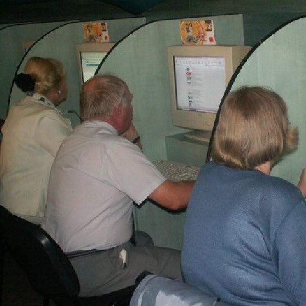 Ideą programu jest, by w każdym powiecie mieszkańcy wsimogli dokształcać się przed komputerem