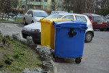 Zielona Góra. Śmierdzący problem przy Skłodowskiej. Śmietniki przeszkadzają mieszkańcom. Mamy odpowiedź zarządcy