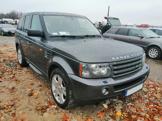 Około 400 samochodów wystawiono do sprzedaży podczas dzisiejszej giełdy na rzeszowskim Załężu. Oto najciekawsze z nich.