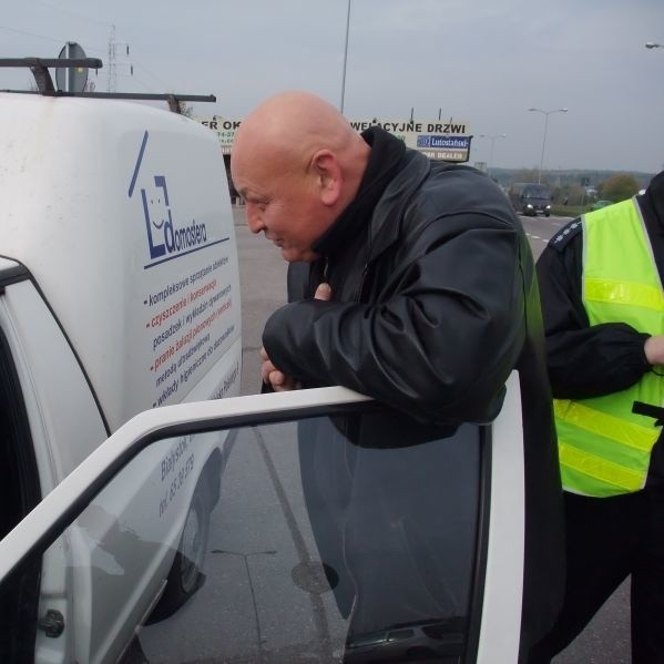 Aktor Adam Zieleniecki przekonywał kierowców, że czasem warto zdjąć nogę z gazu