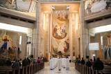 Odpust w dniu św. Jana Pawła II w krakowskim sanktuarium. Czy czerwona strefa zatrzymała wiernych w domach?