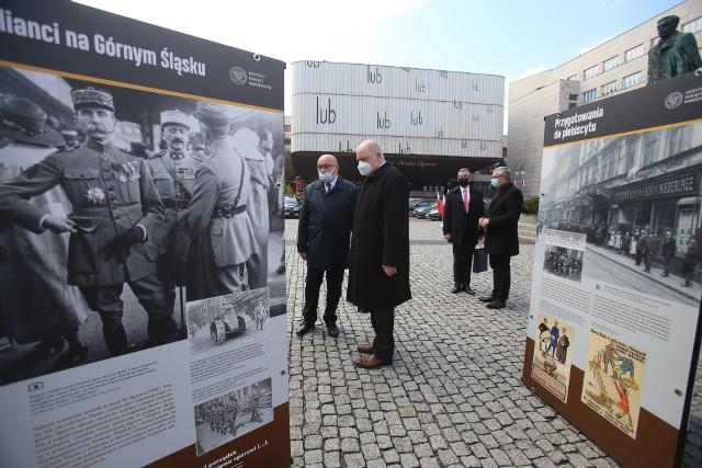 """Plenerowa wystawa """"Powstania śląskie 1919–1921"""" w Katowicach.Zobacz kolejne zdjęcia. Przesuwaj zdjęcia w prawo - naciśnij strzałkę lub przycisk NASTĘPNE"""