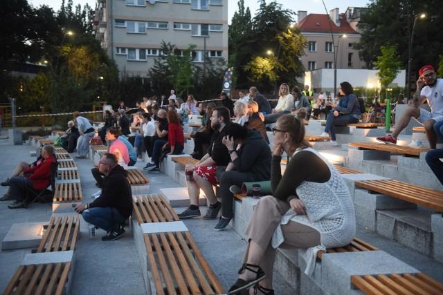 Wcześniej kino pod chmurką odbywało się na placu Teatralnym w Zielonej Górze. Teraz odbywać się będzie przy pałacu w Zielonej Górze Starym Kisielinie.