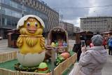 Katowice. Jarmark Wielkanocny oficjalnie otwarty. Jest kilkadziesiąt stoisk, gigantyczne jaja i złoty zając