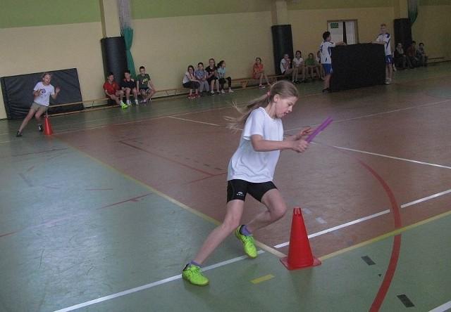 Konkurs sprawnościowy dla uczniów klas 4-6 odbył się w sali gimnastycznej Publicznego Gimnazjum nr 1 w Żninie.