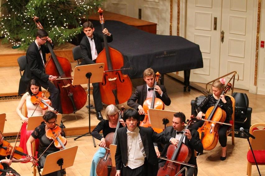 Koncertami Noworocznymi Sinfonietty Polonii zadyryguje Cheung Chau