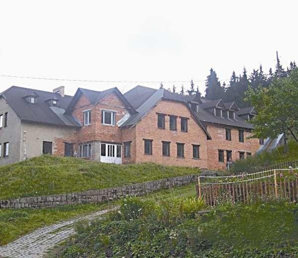 Od 2007 roku ratusz bezskutecznie próbuje sprzedać ośrodek w Zieleńcu.
