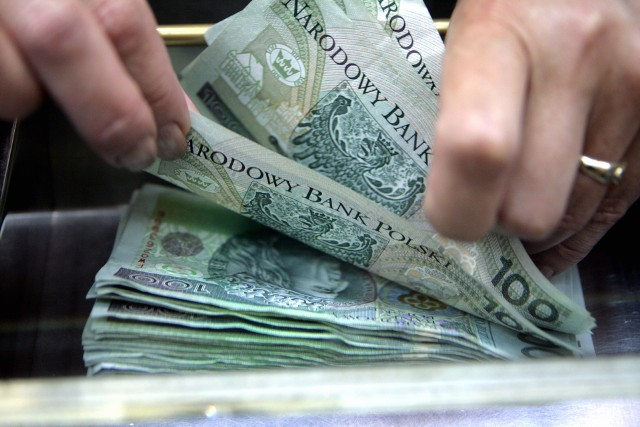 Pieniądze na mieszkanie Czteroosobowa rodzina wydaje dziś na utrzymanie domu o ponad 200 zł więcej niż przed rokiem. To duża różnica.