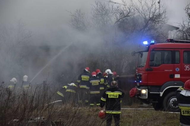 Po godzinie 6 rano wybuchł pożar w budynku przy ul. Tomaszowskiej 141. Paliło się na poddasze piętrowego domu jednorodzinnego.CZYTAJ WIĘCEJ NA NASTĘPNEJ STRONIE