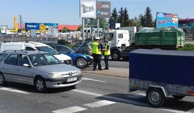 Wielickie skrzyżowanie dróg krajowej i wojewódzkiej to od dawna koszmar kierowców. Na zdjęciu kolizja z 25 kwietnia br.