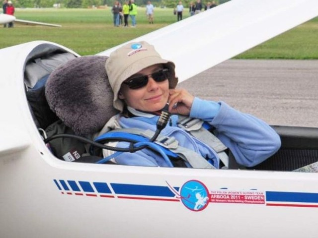 Grudziądzka pilotka Joanna Biedermann w szybowcu, podczas rywalizacji w szwedzkim Arboga