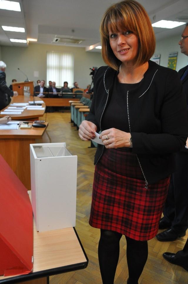 Głosuje Dorota Chrzanowska, przewodnicząca Rady Powiatu.