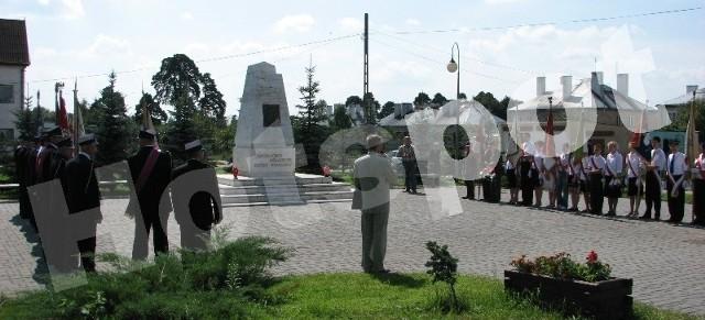 Plac przed pomnikiem marszałka Józefa Piłsudskiego zaczyna tętnić życiem. Oprócz  oficjalnych uroczystości od września będzie tam również darmowy internet. Drugie takie miejsce będzie przy prostyńskim kościele.
