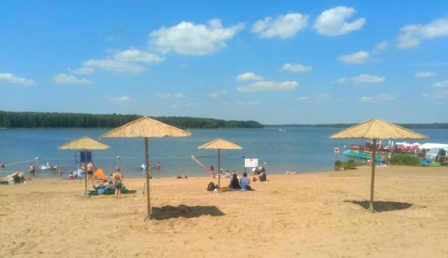 Zmiany na plaży w Pieczyskach rozpoczną się od demontażu tego co jest. Znikną m.in. znane z poprzedniego sezonu parasole