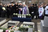 """Pogrzeb w Szczyrku i widok 8 urn rodziny Kaimów wstrząsnął ludźmi. """"Świat stracił tyle kolorów"""". Ofiary wybuchu gazu pożegnali górale"""