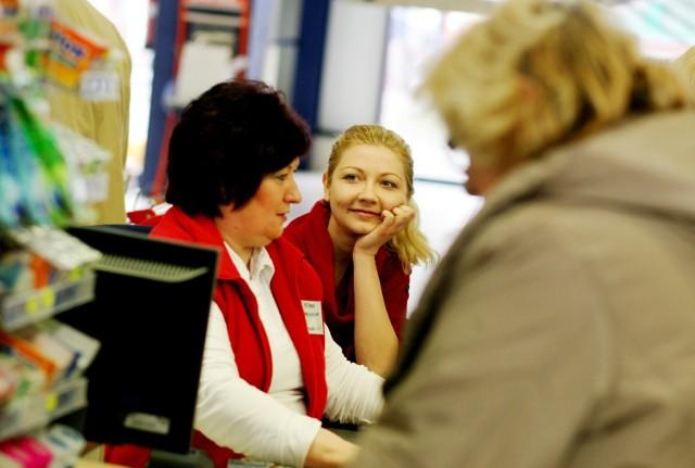 Polska Izba Handlu postuluje zmiany w ustawie o ograniczeniu handlu w niedziele. Proponuje, aby zakaz handlu nie obejmował też studentów i emerytów. Koniecznie poznajcie szczegóły!Czytaj dalej. Przesuwaj zdjęcia w prawo - naciśnij strzałkę lub przycisk NASTĘPNE