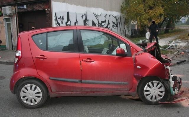W wyniku zderzenia samochodów zginął pieszy, uderzony ładunkiem przewożonym autem dostawczym