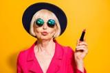 Fryzury dla pań po 50. i 60. Jak odmłodzić twarz? Zobacz najnowsze propozycje fryzur