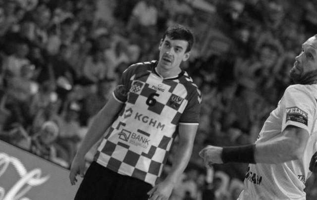 Dominik Płócienniczak był bardzo doświadczonym zawodnikiem. Ostatni sezon spędził w Grunwaldzie Poznań, a wcześniej przez wiele lat występował w Chrobrym Głogów i Piotrkowianinie