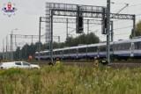 Wypadek na torach kolejowych koło Dęblina. Poszkodowana kobieta trafiła do szpitala