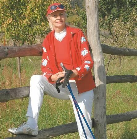 Wiesława Pelplińska, żeby uprawiać nordic walkin zakupiła jedynie specjalne kijki. Bluzę, spodnie i buty miała już w szafie.