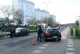 Zderzenie dwóch samochodów na Kozanowie we Wrocławiu. Ranna kobieta odwieziona do szpitala [ZDJĘCIA]