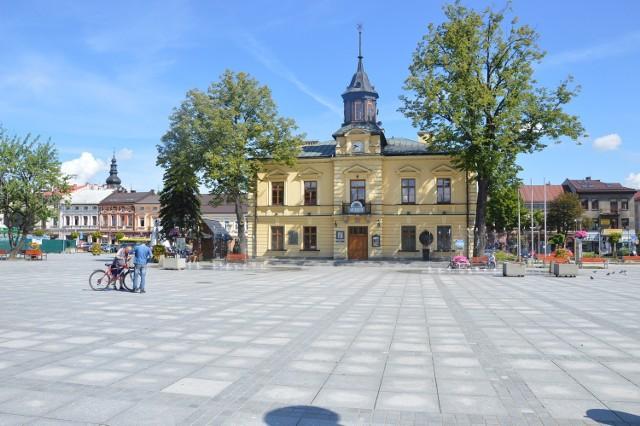 Nowotarski Rynek - miejsce piękne, choć z jakością powietrza ma problem. W centrum miasta do wymiany jest ok. 500 starych pieców