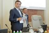 Onet: Nie tylko wiceminister sprawiedliwości Łukasz Piebiak współpracował z internetową hejterką Emilią. Sędzia Jakub Iwaniec zwolniony