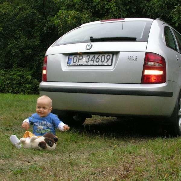 Dzięki czujnikom nie zrobimy krzywdy dziecku bawiącemu się za samochodem.