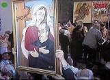 Ojciec Rydzyk w objęciach Matki Bożej w TV Trwam. Ten obraz to profanacja? Internauci komentują