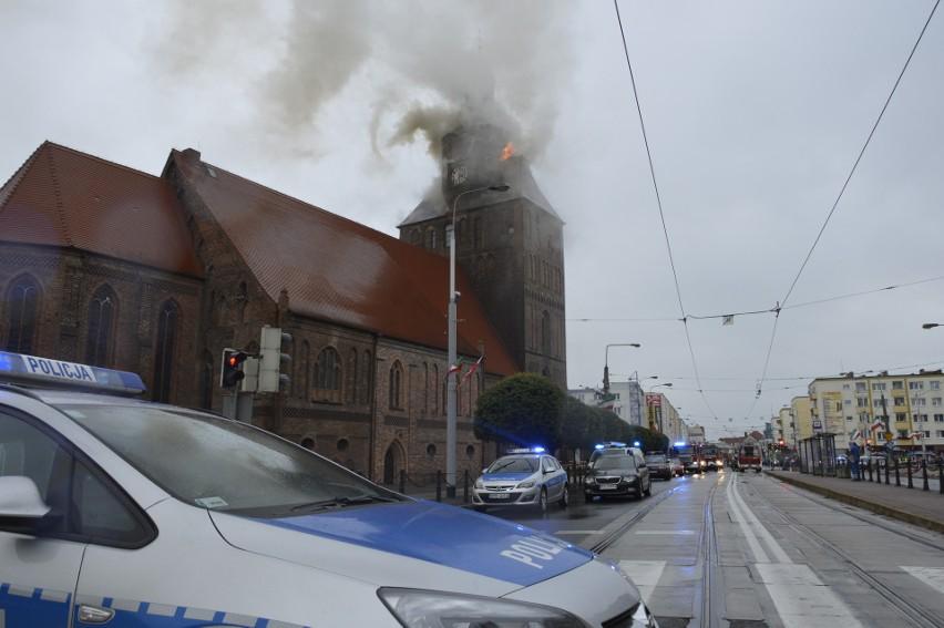 W akcji gaśniczej brało udział około 300 strażaków.