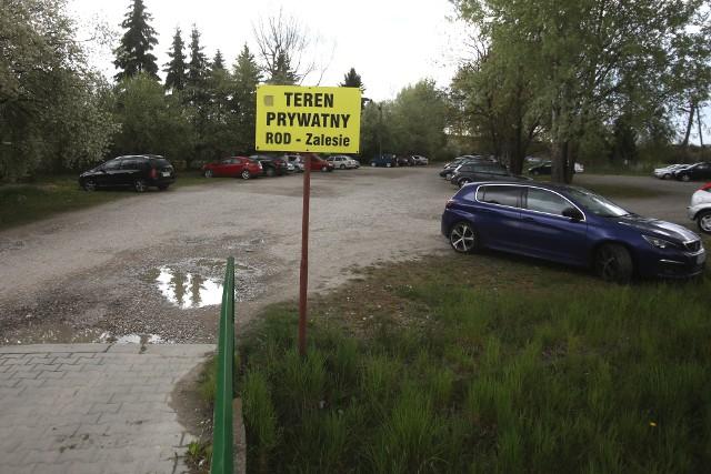 Na ostatniej sesji rady miasta powrócił temat budowy drogi łączącej ul. Armii Krajowej z ul. Wieniawskiego. Ta miałaby przechodzić przez sam środek dwóch ogrodów działkowych. Miasto po raz kolejny chce uzyskać pozwolenie na jej budowę.