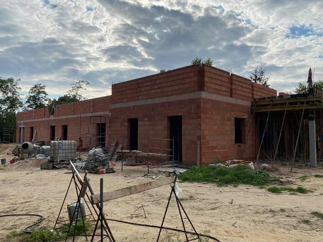 Realizacja inwestycji przebiegają terminowo. Po nieco ponad dwóch miesiącach prac budowlanych widać duże postępy.