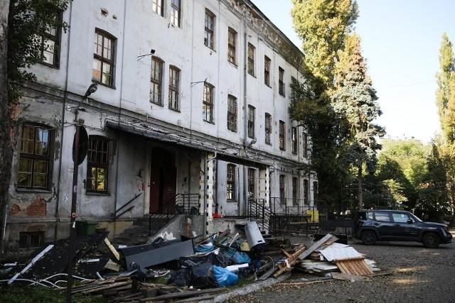 Budynki przy ulicy Dolnych Młynów po opuszczeniu przez wynajmujących