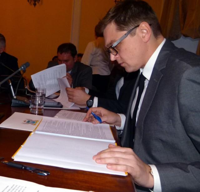 Radny Mariusz Siewiera jest zaskoczony tak znaczną liczbą uchybień formalnych stwierdzonych w unijnym wniosku