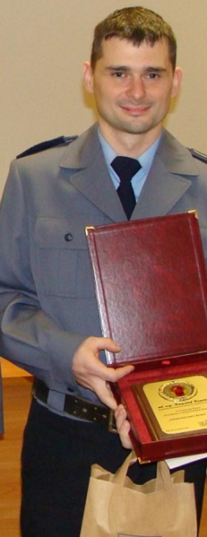 Aby zagłosować na asp. Krzysztofa Kamińskiego  wyślij SMS o treści POLICJANT.15 na numer 7155 (koszt 1.23 zł z VAT)