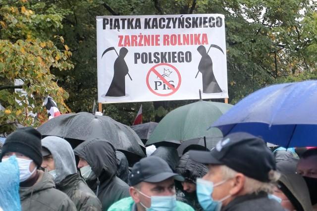 Jeden z banerów, który rolnicy przynieśli na protest w Warszawie