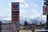 Zakopane. Ceny paliw poszybowały w górę. Kierowcom na stacji paliw może zrobić się słabo