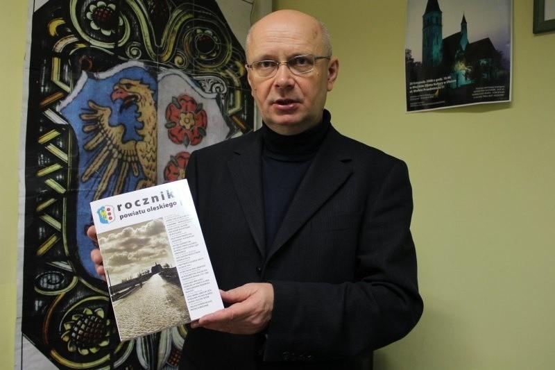 - To już szósty Rocznik Powiatu Oleskiego, jest w nim wiele ciekawych artykułów - mówi Andrzej Szklanny, redaktor rocznika.